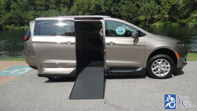 2018 Chrysler Pacifica VMI Chrysler Northstarwheelchair van for sale