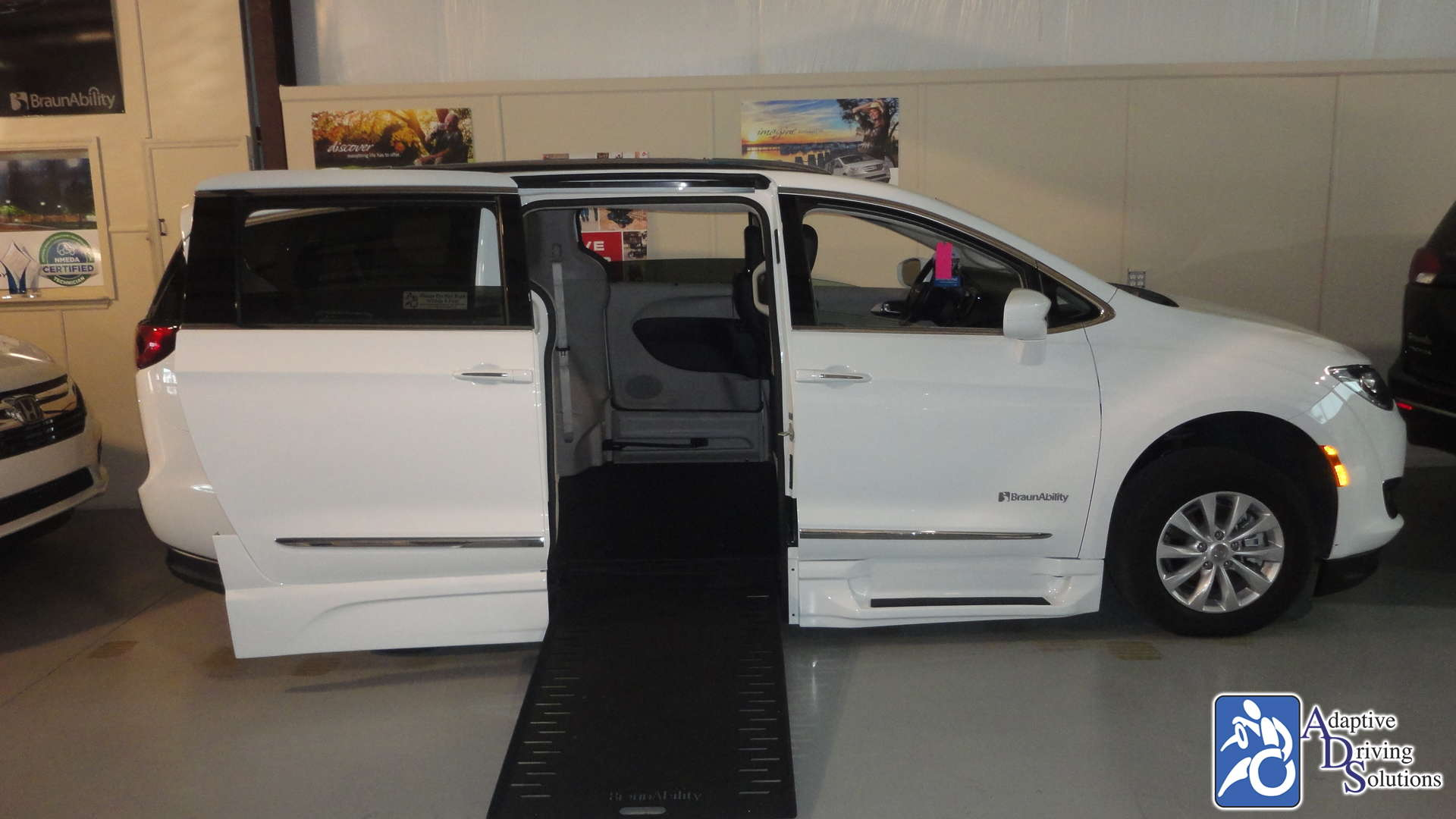 Adaptive Driving Solutions BraunAbility Chrysler Entervan Xi Infloor  Gallery Image