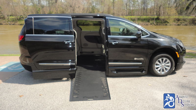 2017 Chrysler Pacifica Wheelchair Van - Adaptive Driving Solutions